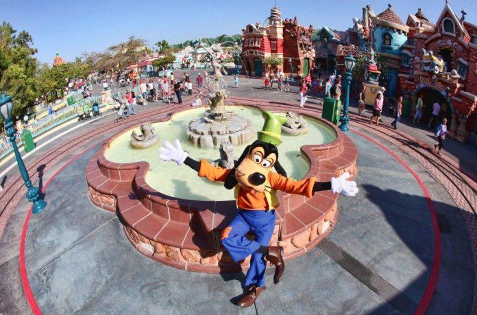 Goofy in Mickey's Toontown at Disneyland