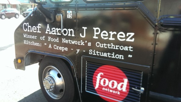 Chef Aaron J. Perez and his food truck Vaka Burger © The Mexico Report