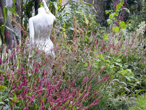 Shop mannequins as garden statues
