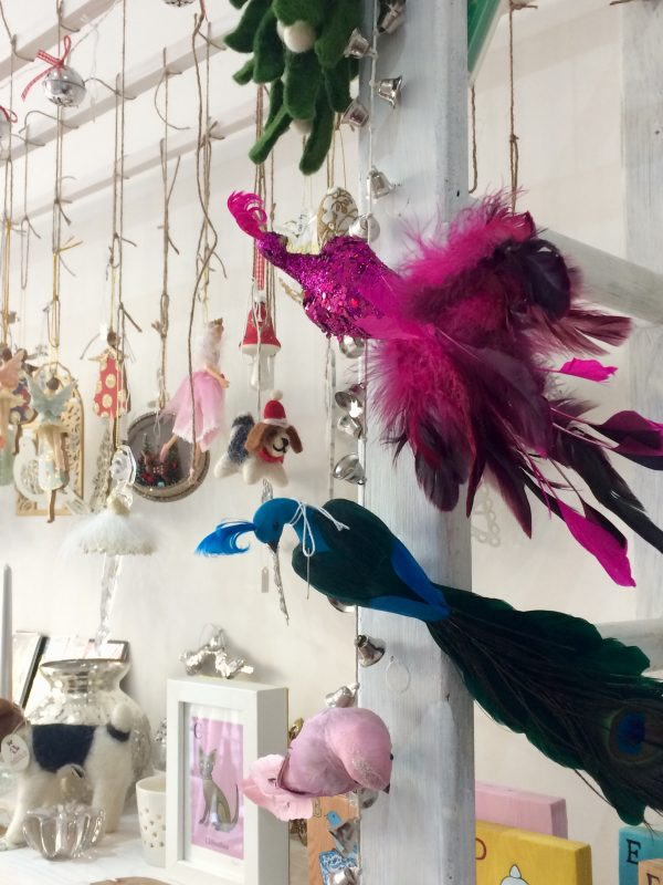 Colourful bird decorations for your Christmas theme