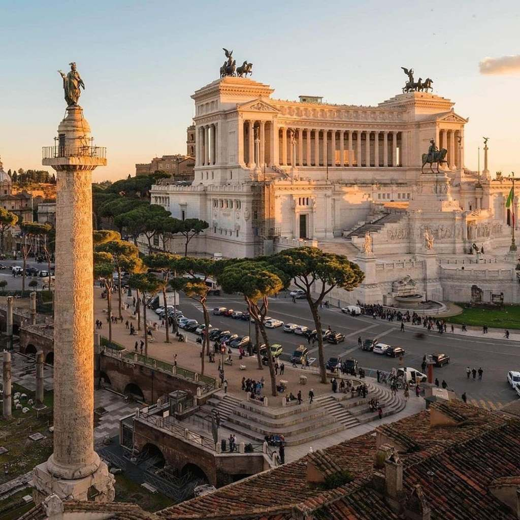 Altare della Patria, one of the most Instagrammable places in Rome, seen from the left hand side of the monument during sunset.