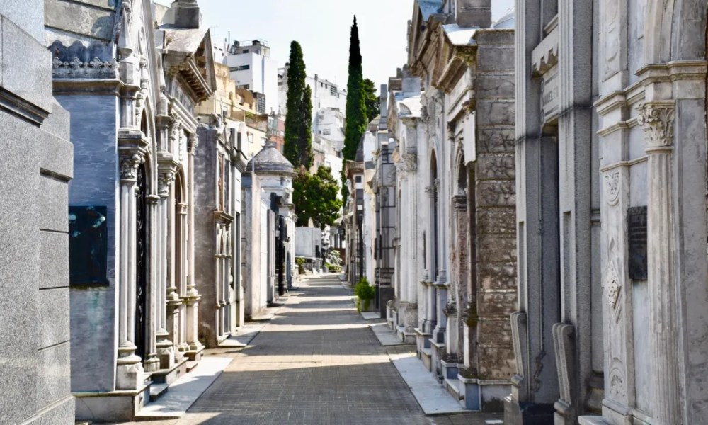 Buenos Aires Day 1: La Recoleta Cemetery, La Casa Rosada & A Starry Touch of Russia