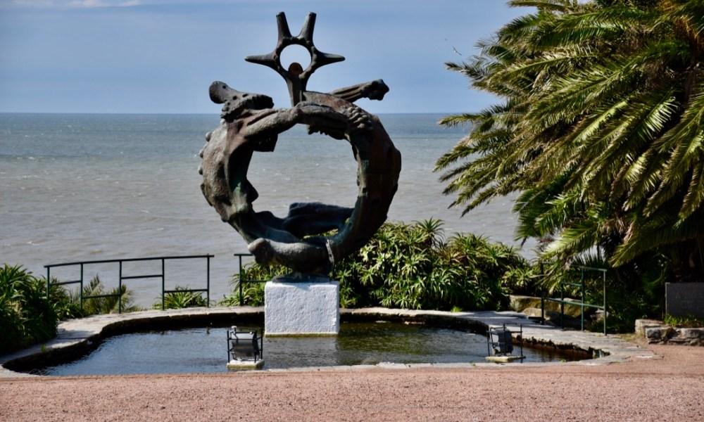 Montevideo, Uruguay: Plaza Independencia, La Rambla & Bodega Bouza