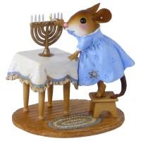 Wee Forest Folk Hanukkah, Lighting the Menorah