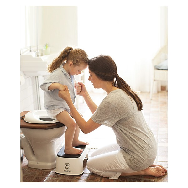 When your kid doesn't want to poop in the potty | Potty training saga continued