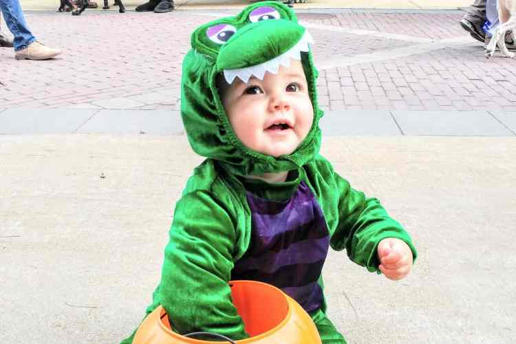 A round-up of the most adorable halloween costumes for babies for some serious costume inspiration, including fun family costumes and DIY halloween costumes for baby boys, baby girls and toddlers!