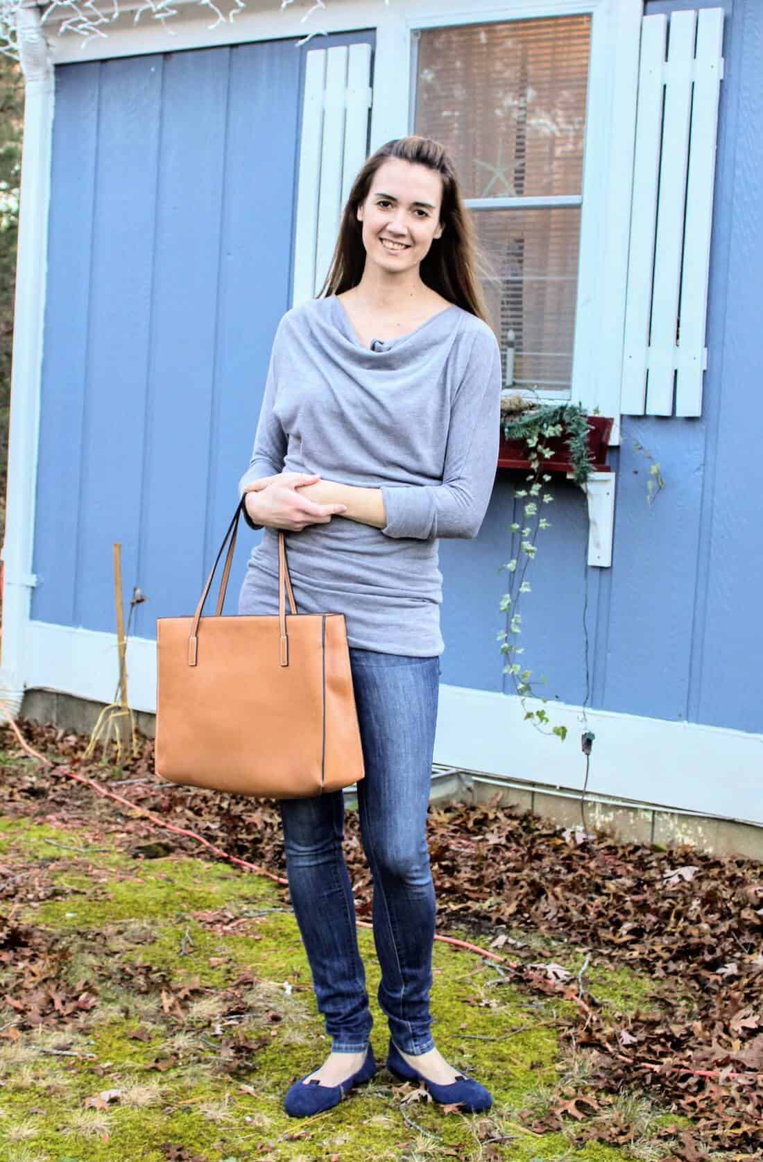 Shirts with ruching or layers are great for early maternity style! #maternityfashion