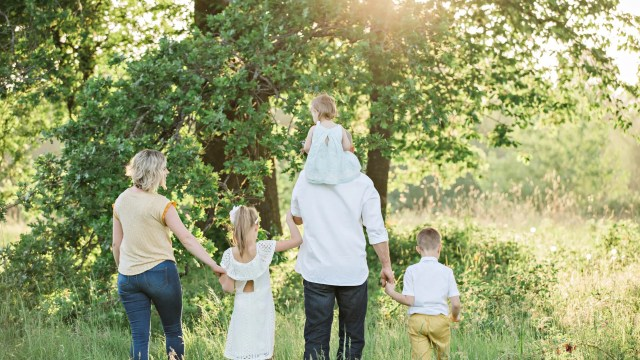 Your relationship with family is essential for feeling happy, supported & grounded. Practical tips for a Stronger Family Bond #parentingtips