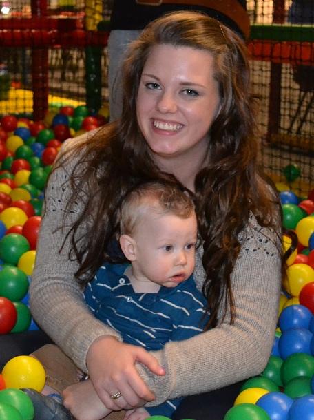Maxim 10 maanden oud. Ik mocht dan wel jong zijn, ik genoot met volle teugen van het moederschap!