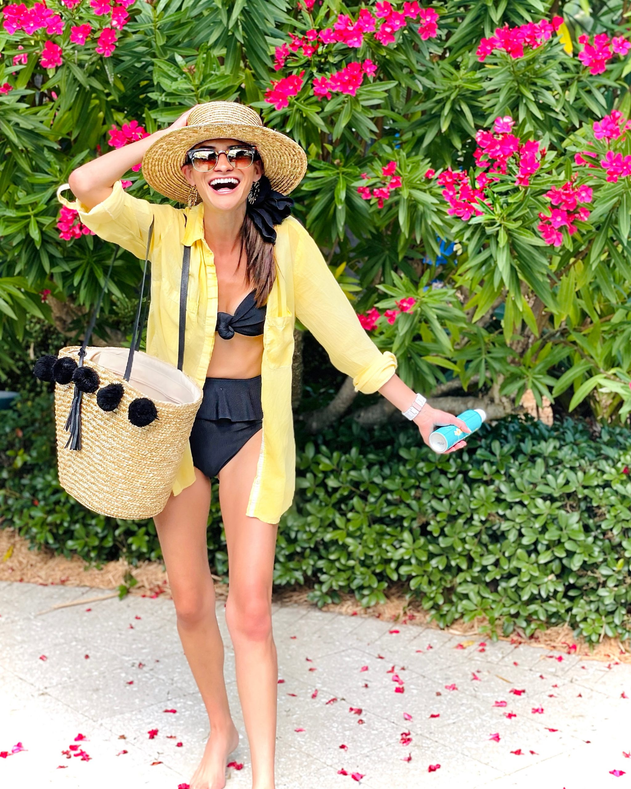 What's In My Pool Bag? The Practical Pool Day Packing Guide