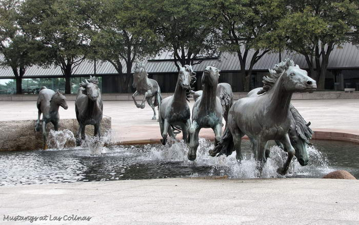 10 Most Creative Statues Around the World