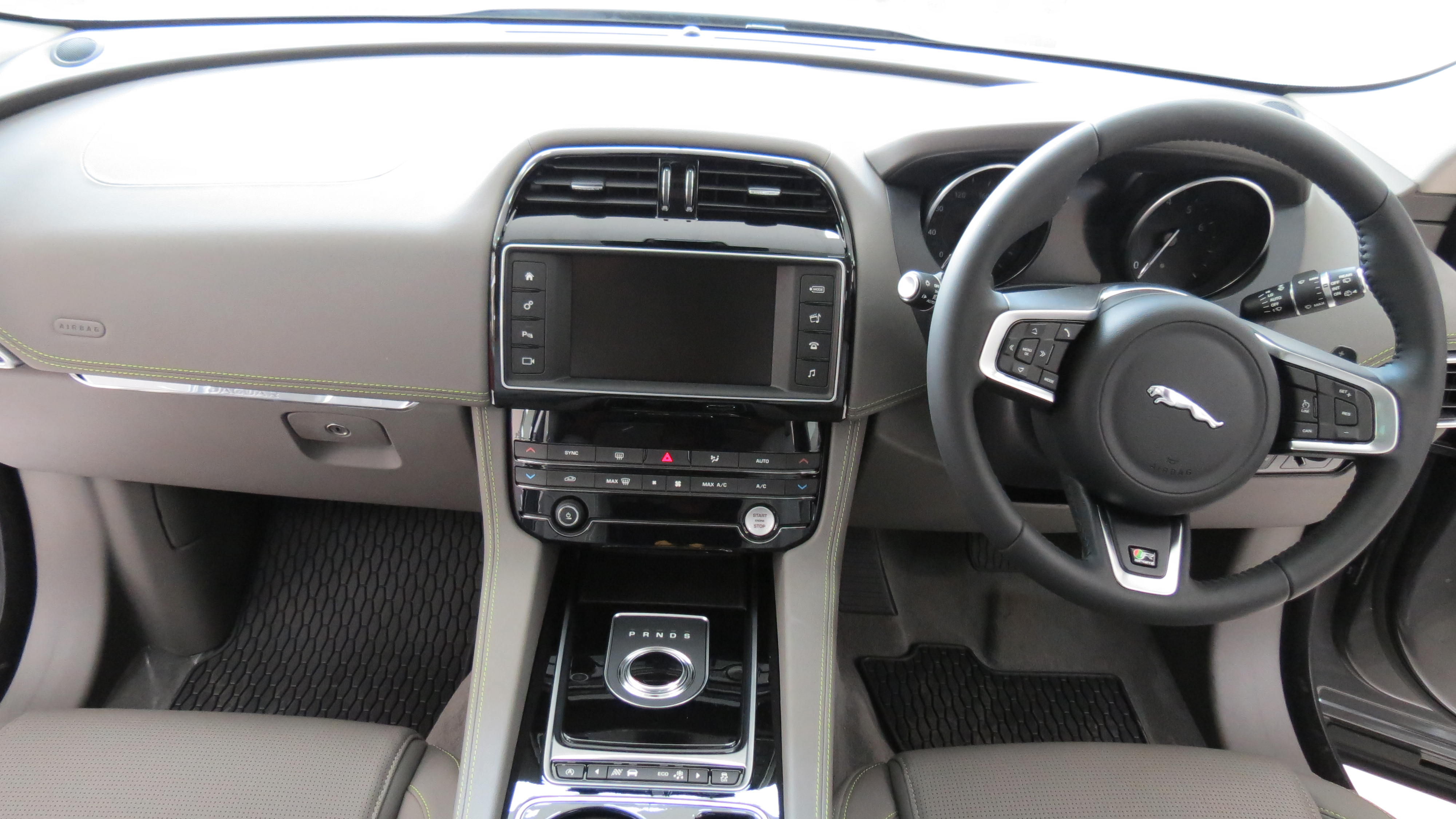 landscape pace review cars make in jag epace market first new with firmly hopes suv to has list bik e reviews sights price car fleets its jaguar advertisement inroads drive