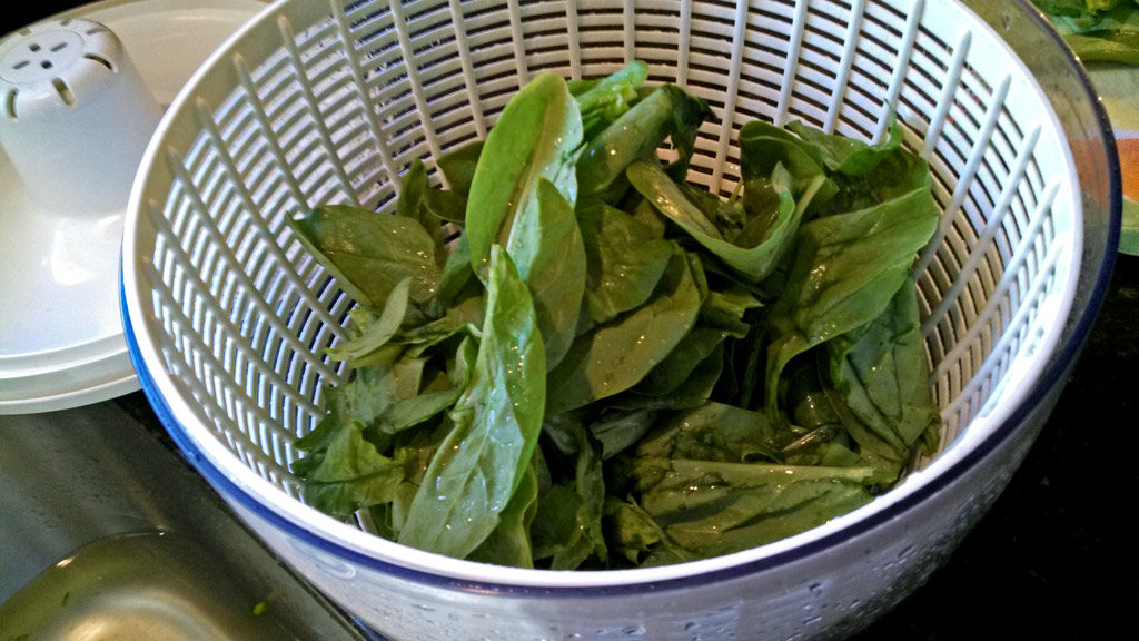 Your salad spinner can do much more than spin the water out of fresh greens before serving. Get 5 uses of a salad spinner that will change how you think! | TheMountainKitchen.com