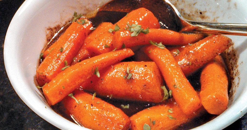 Balsamic Honey Glazed Carrots: Baby carrots glazed in a balsamic honey sauce of butter, honey, balsamic vinegar, salt and pepper. A tasty side dish! | TheMountainKitchen.com