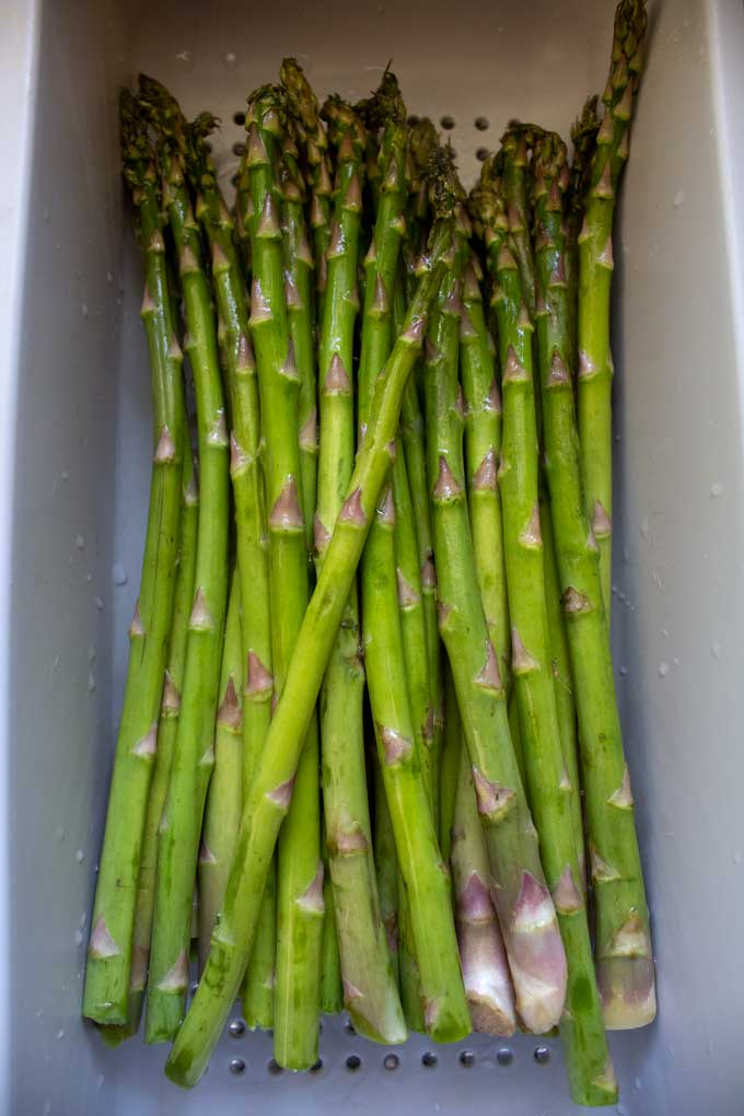 Did you know that asparagus can tell you where they want to be trimmed? Well, they can! How to trim asparagus is really simple. Let me show you how!