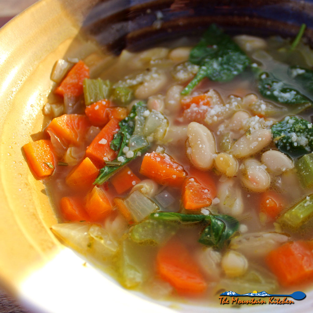 Tuscan White Bean Soup {A Meatless Monday Recipe