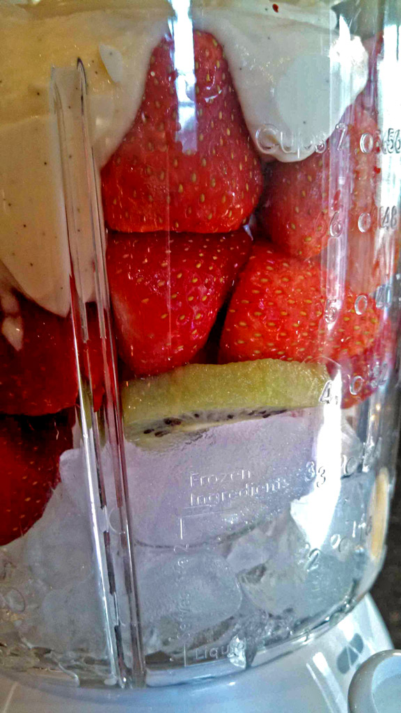 These strawberry kiwi smoothies: Strawberries and kiwi blended with ice, simple syrup and low-fat vanilla yogurt. A healthy breakfast or afternoon snack! | TheMountainKitchen.com
