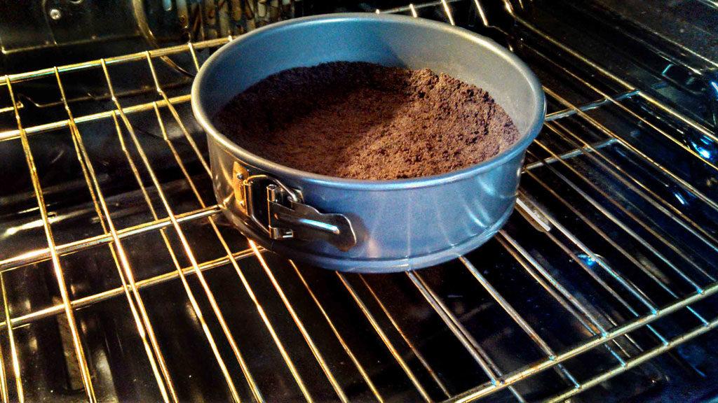 baking cooking crumb crust in oven
