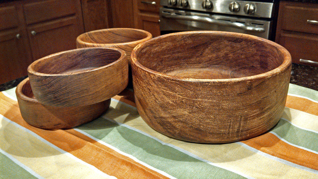 Restoring wooden bowls is easy with just one application of mineral oil, they already look brand new! Try this to preserve your wooden dishes!!   TheMountainKitchen.com