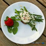 Asparagus Eggs Benedict With Roasted Portobello Mushrooms| This Meatless Monday dish will have you licking the plate! Asparagus Eggs Benedict with Roasted Portobello Mushrooms