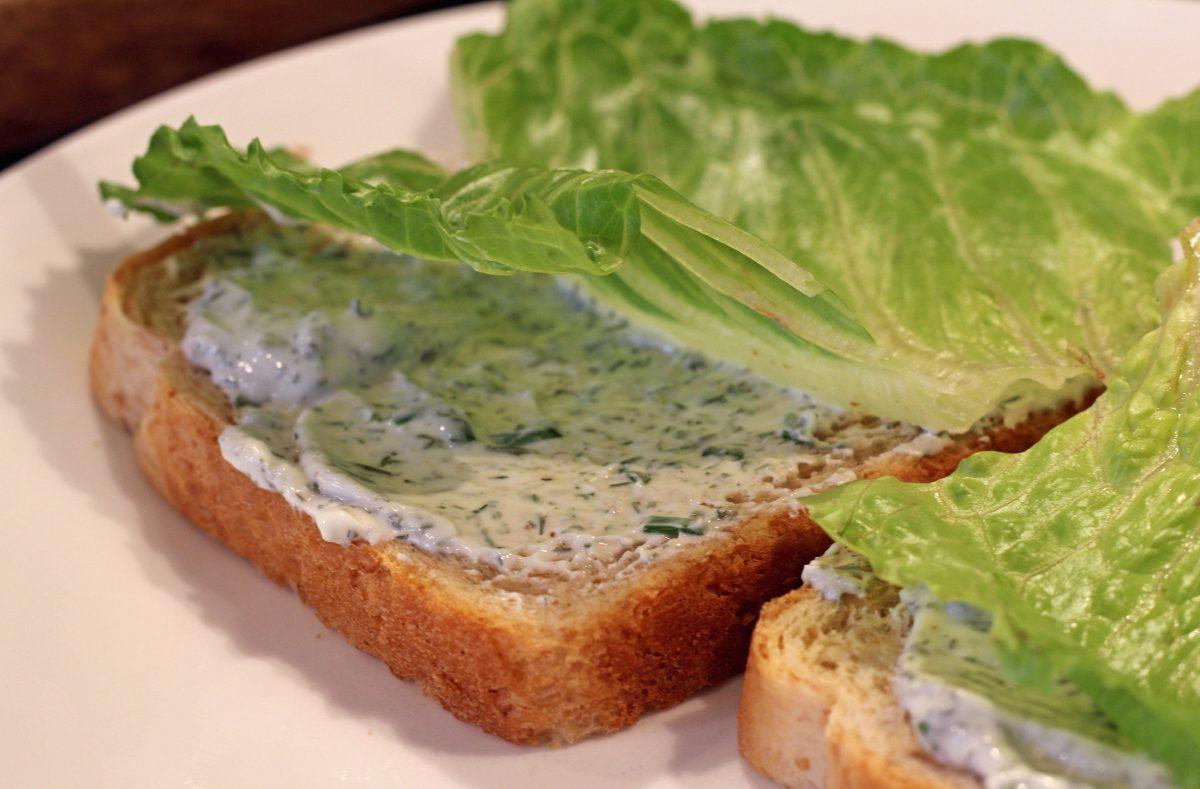 lettuce and yogurt dill sauce on bread