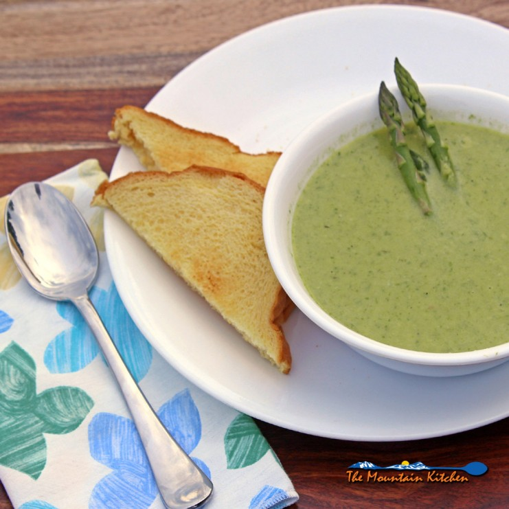 cream of asparagus soup with toasted bread