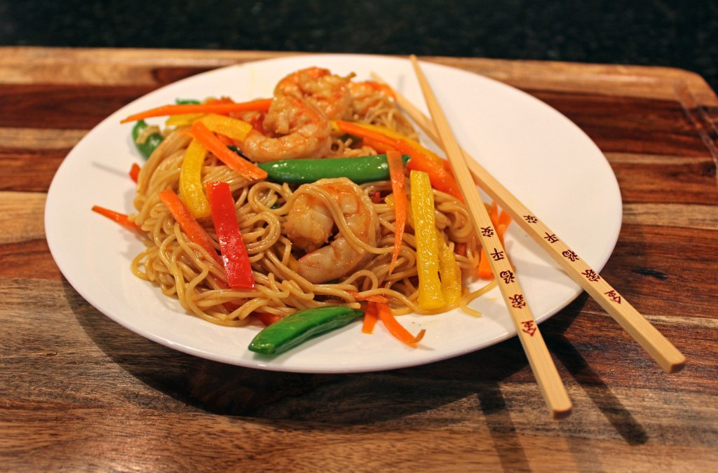 Shrimp Lo Mein | This quick and easy lo mein is guaranteed to satisfy your take-out craving in less than 30 minutes in your very own kitchen. The best part is it is healthy without sacrificing flavor. | TheMountainKitchen.com