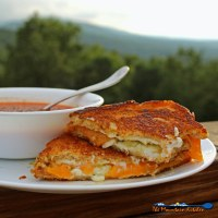 Jalapeno pepper jelly grilled cheese sandwiches are made with sweet and spicy jalapeno pepper jelly, cream cheese and extra-sharp cheddar cheese.   TheMountainKitchen.com
