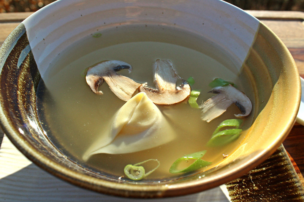 wonton soup in bowl