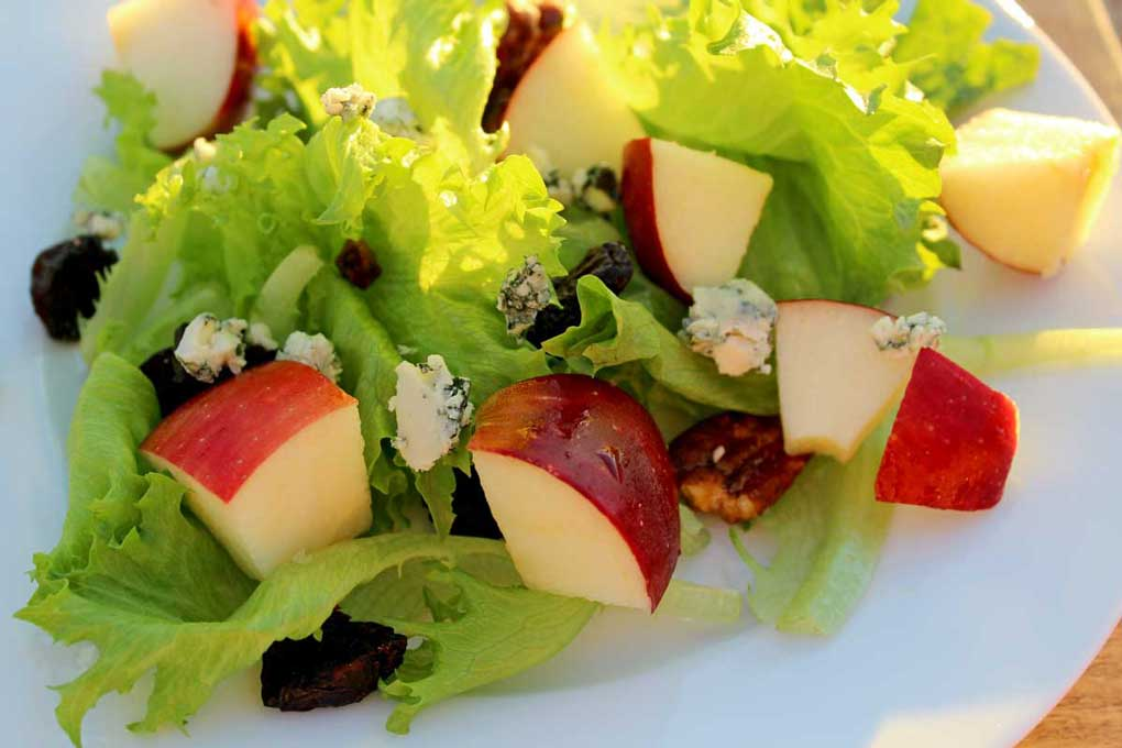 apple pecan and blue cheese salad