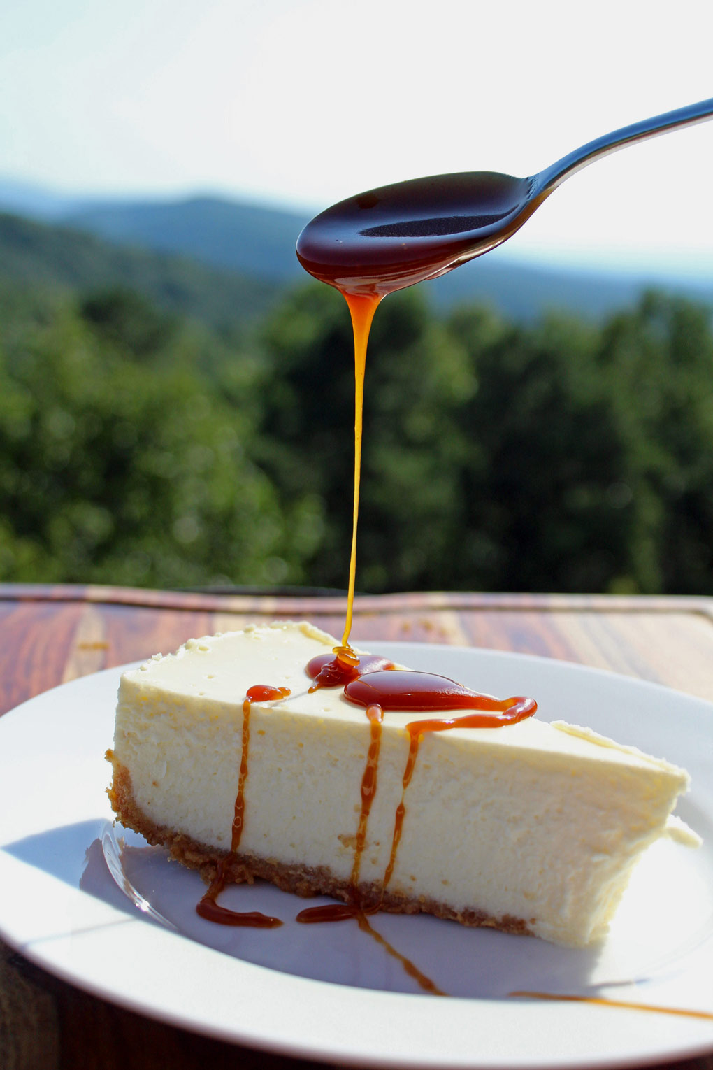 caramel sauce drizzled onto cheesecake