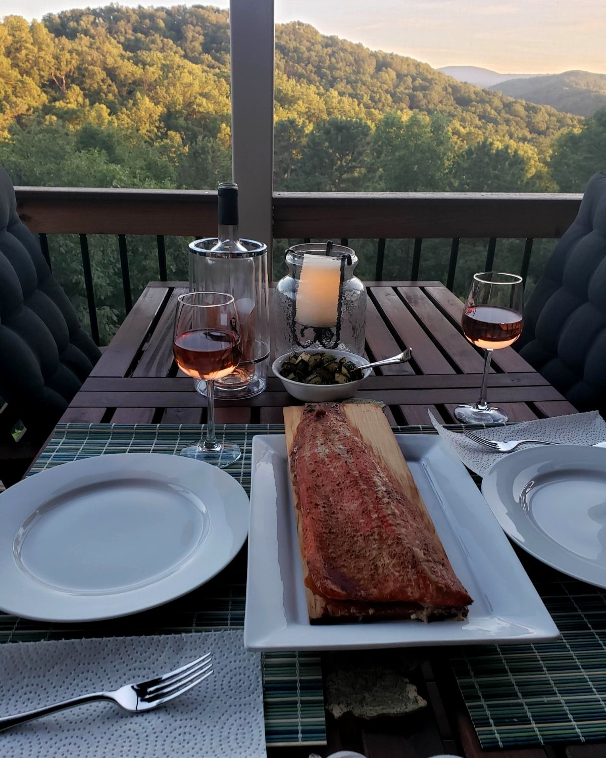 Monthly edition of Field Trip Friday about our visit to Aspen Dale Winery and then home for Cedar Plank Smoked Salmon. A Northern VA Food & Beverage Review!