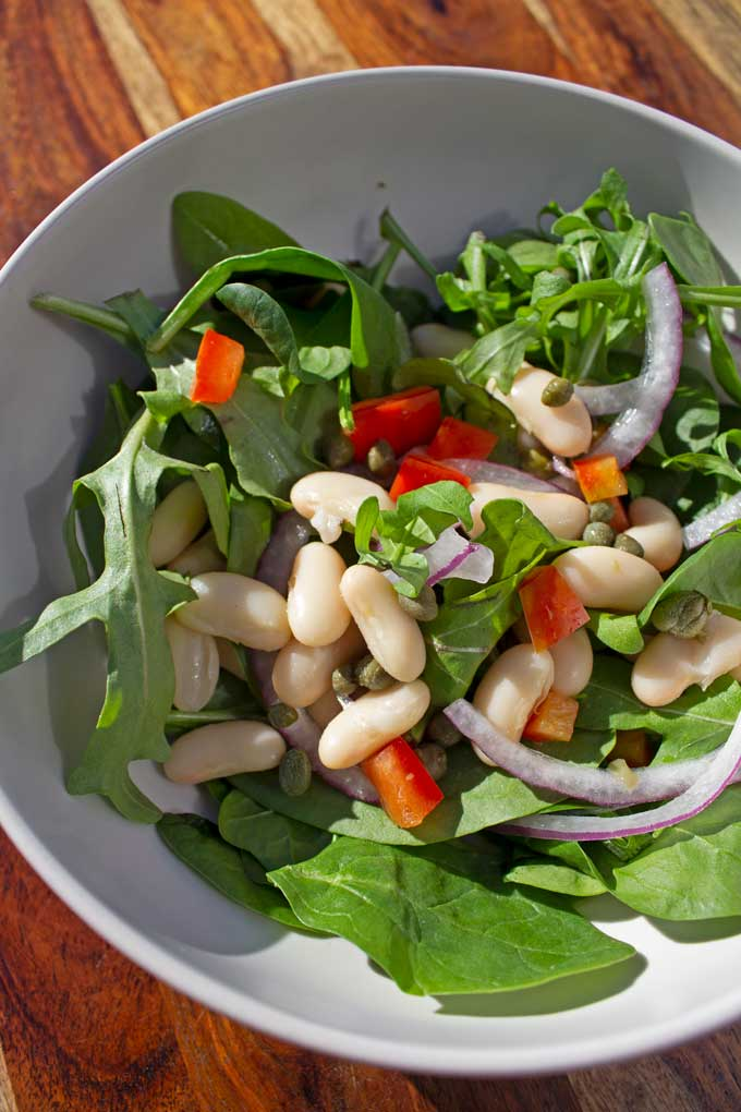 This white bean arugula salad is a healthy quick and easy salad, full of delicious lemony flavor! A vegetarian and vegan friendly salad for Meatless Monday!