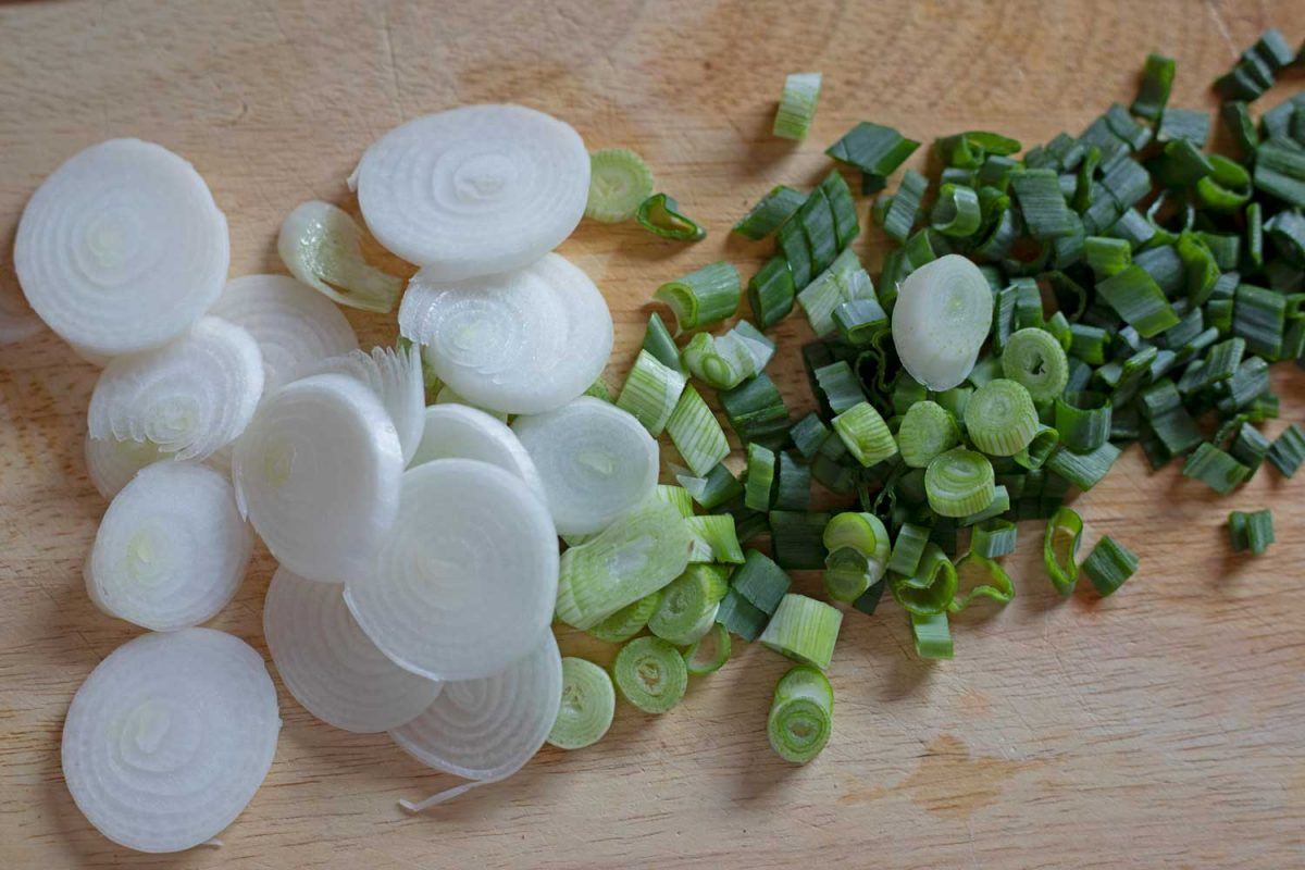 chopped spring onion on cutting board