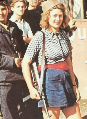 Simone Segouin with MP 40 submachine gun, Paris area, France, late Aug 1944 ww2dbase