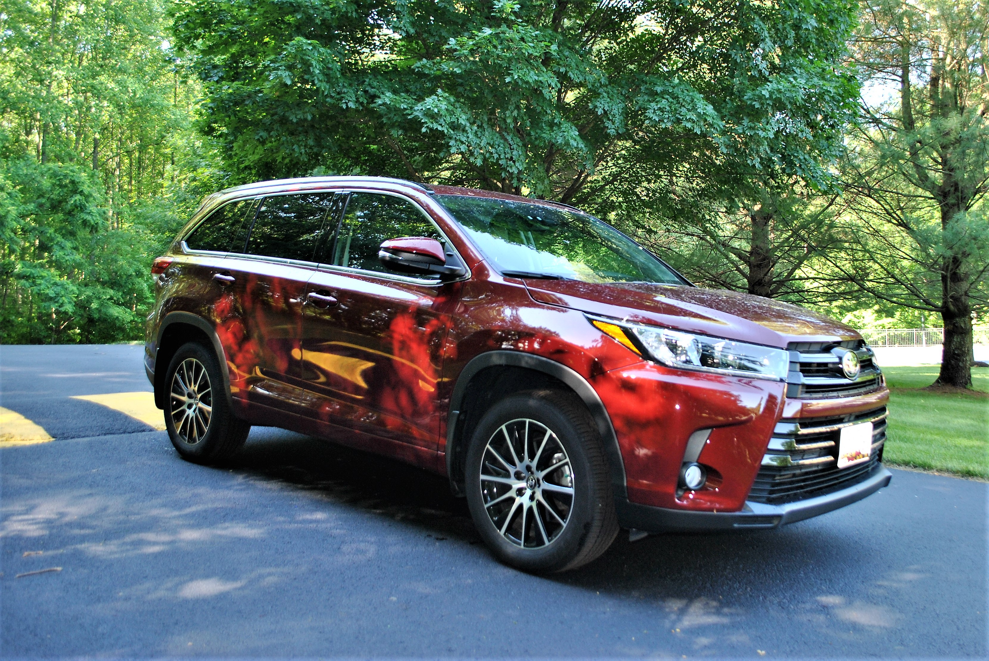 it gets excellent gas mileage and is a safe ride does that ring true for the refreshed 2017 toyota highlander se with awd that i tested out last month
