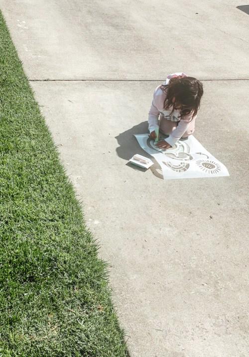 Doodlge Hog Side walk chalk stencil kit