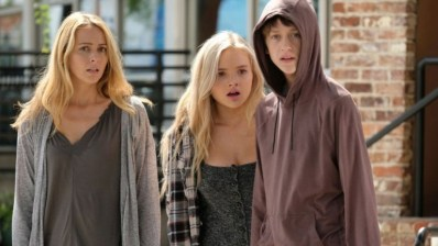 Caitlin Strucker (Amy Acker), Lauren Strucker (Natalie Alyn Lind), and Andy Strucker (Percy Hynes White) in The Gifted 1.03 'eXodus'