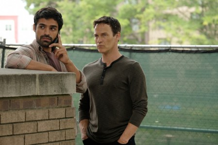 Marcos Diaz (Sean Teale) and Reed Strucker (Stephen Moyer) in The Gifted 1.06 'got your siX'