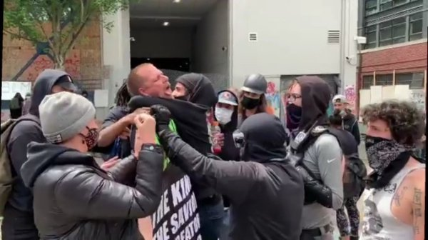 Seattle thugs choke peacemakers for oligarchs!