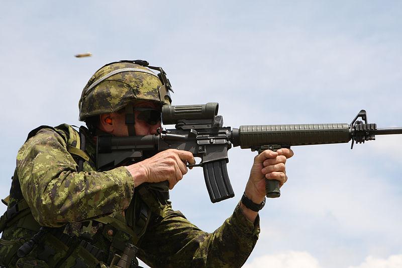 800px-Colt_Canada_C7A2_Tri-Rail