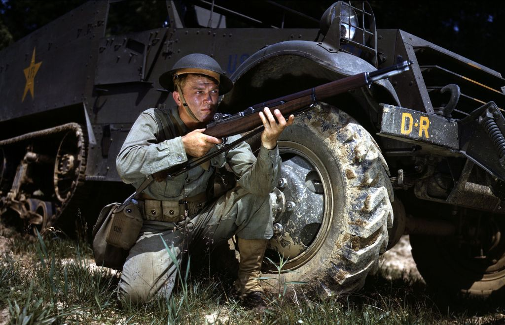Infantryman_in_1942_with_M1_Garand,_Fort_Knox,_KY