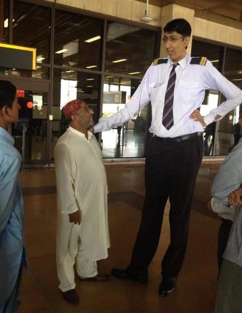 pakistan s tallest man