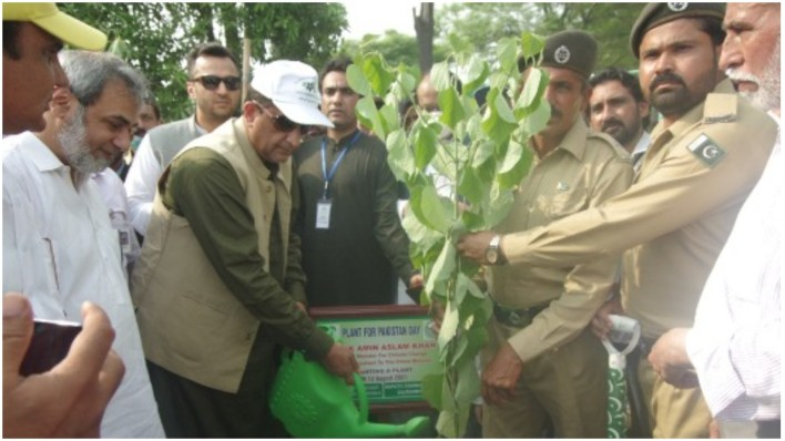 Special Assistant to Prime Minister (SAPM) on Climate Change Malik Amin Aslam opened the plantation drive. Photo APP