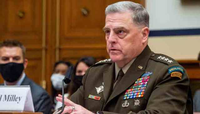 29 ستمبر 2021 کو واشنگٹن میں کیپٹل ہل پر واقع رے برن ہاؤس آفس کی عمارت میں افغانستان میں فوجی آپریشن کے اختتام پر ہاؤس آرمڈ سروسز کمیٹی کی سماعت کے دوران امریکی فوج کے جنرل مارک اے ملی ، چیئرمین جوائنٹ چیفس آف اسٹاف کے سوالات کے جوابات دیتے ہوئے ، ڈی سی۔ اے ایف پی۔