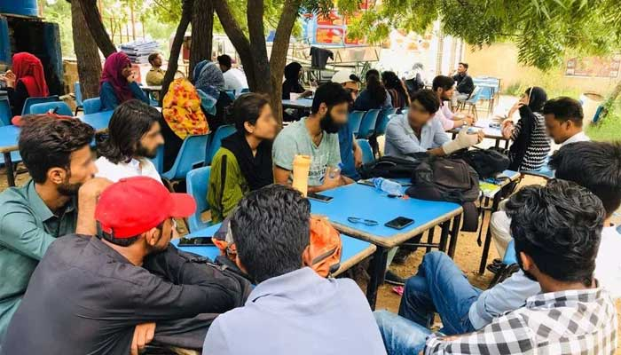 A study circle organised by the Progressive Students Federation (PrSF) on Students Politics in Pakistan at the canteen near the Department of Visual Studies in Karachi University, September 2019. — Geo.tv/via Ayesha Izhar