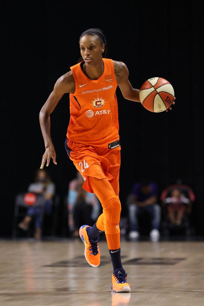 The Connecticut Sun clinch a playoff spot with win over the Phoenix Mercury