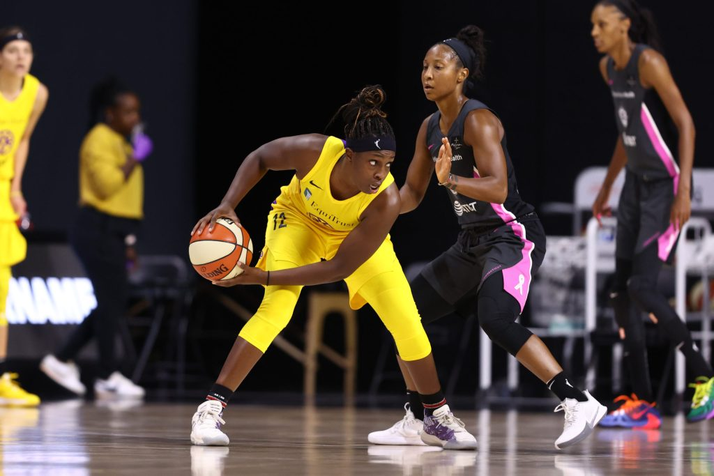 Sources: Las Vegas Aces in talks to acquire Chelsea Gray