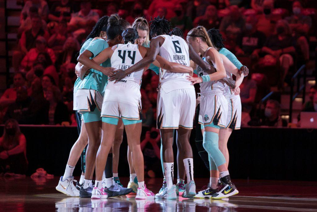 The New York Liberty team huddle the WNBA game between the New York Liberty and the Connecticut Sun at Mohegan Sun Arena, Uncasville, Connecticut, USA on September 15, 2021. Photo Credit: Chris Poss