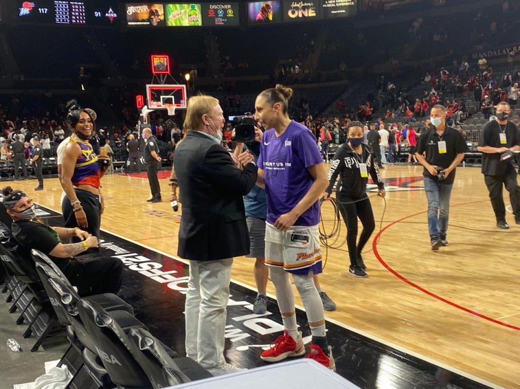 Las Vegas Aces owner Mark Davis congratulates Phoenix Mercury guard Diana Taurasi after Game 2 of the WNBA Semifinals. (Photo credit: Alex Simon)